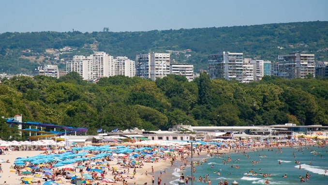 Russian Tourists Stranded in Bulgaria Due to Flight Problems